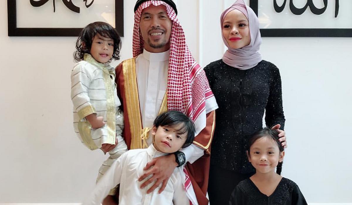 Ajar Anak Supaya Tak Boros, Siti Sarah Dan Shuib Jadikan Baju Yang Masih  Elok Sebagai Baju Raya - Pa&Ma